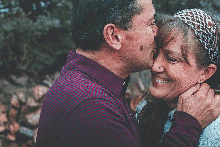 Best-places-to-retire-happy-senior-couple