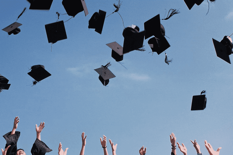 graduates-throwing-up-hats